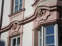 Bauplastik am Südflügel vom Palais PFEIFFERSBERG in Innsbruck, Sillgasse 8. Digitalphoto; © Johann G. Mairhofer 2013.  Inv.-Nr. DSC06047