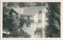 """Im Heimatstil erbaute Villa """"Fichtenhof"""" in Igls. Gelatinesilberabzug 9 x 14 cm; Impressum: Carl Michel, Igls um 1930.  Inv.-Nr. vu914gs00252"""