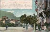 "Café ""Walther"" im gleichnamigen Hotel am Waltherplatz in Bozen.  Farblichtdruck 9 x 14 cm; Impressum: Joh(ann). F(ilibert). Amonn, Bozen; postalisch befördert 1903.  Inv.-Nr. vu914fld00007"