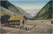 Alpengasthof Stilluperhaus im Stilluptal auf 1.200 m Seehöhe im Gemeindegebiet von Mayrhofen, Bezirk Schwaz, Tirol. Farblichtdruck 9 x 14 cm; Impressum: Joh(ann). Maidler, Mayrhofen 1909.  Inv.-Nr. vu914fld00070