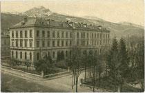 K. k. Anatomisches Institut der Universität Innsbruck in Wilten, Müllerstraße 59 im Stil der Neorenaissance (Arch. Hugo von Schragl), eröffnet 1889. Autotypie 9 x 14 cm; Impressum: k. k. Wagner'sche Universitäts-Buchdruckerei, Innsbruck um 1914.  Inv.-Nr.