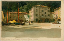 Hotel Bayerischer Hof (links) und Rathaus (rechts) von Riva del Garda. Chromolithographie 9 x 14 cm nach Original von M. Zeno Diemer. Impressum: Ottmar Zieher, München um 1900. Inv.-Nr. vu914clg00042