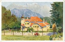 Kurhaus mit Tennisplatz (darin Photoatelier von Ludwig Hajek) von Igls (1943 nach Innsbruck eingemeindet worden). Photochromdruck 9 x 14 cm, Entwurf: Freiherr Eduard (Edo) von Handel-Mazzetti (1885-1950) um 1930.  Inv.-Nr. vu914pcd00013