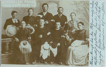"""Jerusalempilger aus Hopfgarten (im Brixental)"". Gelatinesilberabzug 9 x 14 cm; kein Impressum 1902.  Inv.-Nr. vu914gs00215"