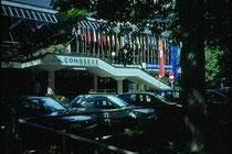 Eingangstrakt vom Kongresshaus Innsbruck, Rennweg 3 im Jahr 1997. Farbdiapositiv 24x36mm. © Johann G. Mairhofer 1997.  Inv.-Nr. dc135ag409.1-26