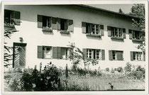 Landeskrankenhaus in Natters. Gelatinesilberabzug 9 x 14 cm; Impressum: Richard Müller, Museumstraße 31, Innsbruck um 1935.  Inv.-Nr. vu914gs00681