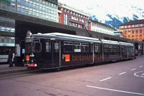 "Gelenktriebwagen ""Ehemaliger Hagener"" der Stubaitalbahn am Hauptbahnhof Innsbruck vor Abfahrt nach Fulpmes. Farbdiapositiv 24 x 36 mm; © Johann G. Mairhofer 1992.  Inv.-Nr. nc135nn6A8E90.01_18"
