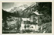 """Alpengasthof """"Breitlahner"""" mit verglaster Veranda in Ginzling-Dornauberg links vom Zemmbach im Gemeindegebiet von Mayrhofen im Zillertal, Bzk. Schwaz, Tirol. Gelatinesilberabzug 9 x 14 cm ohne Impressum, um 1935. Inv.-Nr. vu914gs00807"""