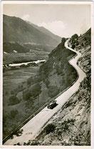 Abschnitt der Zirlerbergstraße vor der Kehre mit 23 % Steigung um 1925. Gelatinesilberabzug 9 x 14 cm; Impressum: Verlag Anian Irl, Hofphotograph, Mittenwald a.d. Isar um 1930.  Inv.-Nr. vu914gs00692