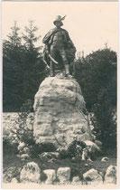 Denkmal für Freiheitskämpfer Josef Speckbacher an der Kreuzung Stadtgraben/Speckbachertraße in Hall/Tirol. Geltinesilberabzug 9 x 14 cm; Impressum: A(ugust). Riepenhausen, Hall 1924.  Inv.-Nr. vu914gs00027