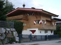 Die Theresienhütte in Kitzbühel, Malinggasse 20, erbaut 1932 von Architekt Dipl.-Ing. Helmut Camillo Wagner-Freynsheim. Digitalphoto; © Johann G. Mairhofer 2015.  Inv.-Nr. 2DSC02961