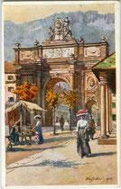 Leopoldstraße bei der Triumphpforte in Innsbruck an einem schönen Herbsttag. Farbautotypie nach einem Original von Eduard Hofecker (1887-1938) ohne Impressum, postalisch gelaufen 1913.  Inv.-Nr. vu914fat00114