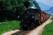 "Personenzug mit Dampflokomotive Nr. 2 ""Zillertal"" in voller Fahrt talauswärts Richtung Jenbach. Farbdiapositiv 24 x 36 mm; © Johann G. Mairhofer 1982.  Inv.-Nr. dc135kd5031.5_04"