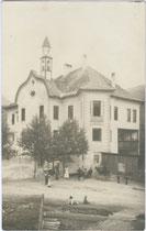 Ansitz GISSBACH in St. Georgen, Stadtgemeinde Bruneck. Gelatinesilberabzug 9x14cm; kein Urhebernachweis, um 1910.  Inv.-Nr. vu914gs00007