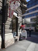 """Café """"MURAUER"""" in Innsbruck, Anichstraße vis à vis der Klinikzufahrt. (c) Johann G. Mairhofer 2012  -  Alle Rechte vorbehaten !  Inv.-Nr. DSC04744"""