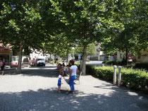 Parkanlage beim Springbrunnen (ehemals Doganaplatz) am Westende des Unteren Stadtplatzes in Hall. Digitalphoto; (c) Johann G. Mairhofer 2013.  Inv.-Nr.  DSC07325