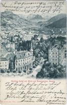 """Kamposch's Hotel """"Walther von der Vogelweide"""" (links) und Dependance (rechts) an der Bahnhofsallee in Bozen mit Rosengartengruppe. Impressum: Art(istisches). Institut Orell Füssli, Zürich um 1900.  Inv.-Nr. vu914ld00020a"""