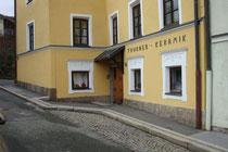 Wohn- und Geschäftshaus Fallbachgasse 16 in Innsbruck-St. Nikolaus, ehemals darin Photoatelier von Johann Frank (heute Firma Thurner Keramik). Digitalphoto; © Johann G. Mairhofer 2016.  Inv.-Nr. 2DSC04139