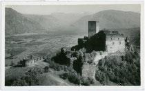 Burg HOCHEPPAN in Missian, Gemeinde Eppan. Gelatinesilberabzug 9x14cm; Impressum: Leo Baehrendt; Meran; postalisch gelaufen 1937.  Inv.-Nr. vu914gs00116
