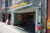 """Eingangsbereich vom Kino """"Metropol Multiplex"""" in St. Nikolaus, Stadtgemeinde Innsbruck Innstraße 5. Digitalphoto; © Johann G. Mairhofer 2013.  Inv.-Nr. 1DSC06886"""