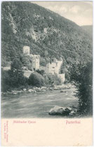 Gesamtansicht der Mühlbacher Klause am westlichen Eingang zum Pustertal (Südtirol). Lichtdruck 9 x 14 cm; Impressum: Stengel & Co., Dresden um 1900.  Inv.-Nr. vu914ld00067