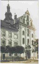 Adeliges Damenstift und Westfassade der Stiftskirche (Herz-Jesu-Basilika) am Stiftsplatz in Hall in Tirol (Adresse: Schulgasse 2). Impressum: A(lfred). Stockhammer, Hall i.T. 1914.  Inv.-Nr. vu914gs00349