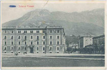 Palazzo Tomasi an der Piazza d'Armi (heute Piazza Dante) in Trient. Lichtdruck 9 x 14 cm; Impressum: Stengel & Co. G.m.b.H. Dresden 1911.  Inv.-Nr. vu914ld00139