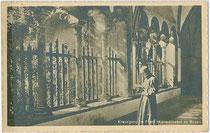 Kreuzgang im Bozner Franziskanerkloster. Gelatinesilberabzug 9x14cm; Impressum: Joh(ann). F(ilibert). Amonn, Bozen um 1915.  Inv.-Nr. vu914gs00506