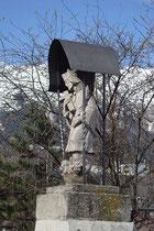 Überdachter Figurenbildstock für den Hl. Johannes Nepomuk im Pradler Anteil der Dreiheiligenstraße an der alten Pradler Sillbrücke in Innsbruck. Digitalphoto; © Johann G. Mairhofer 2012.  Inv.-Nr. 1DSC02801