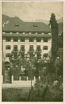 """Dependance des Hotel """"zur Post - Erzherzog Heinrich""""  in der Defreggerstraße in Bozen. Offsetdruck 9x14cm; kein Impressum um 1915.  Inv.-Nr.  Inv.-Nr. vu914od00004"""