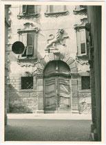Palazzo Lutti-Salvadori (heute Sitz der Stadtbibliothek) in der ehem. Bezirkshauptstadt Riva (1868–1919), heute Riva del Garda an der Piazza Garibaldi, 5. Gelatinesilberabzug 9 x 12 cm ohne Impressum (Amateuraufnahme).  Inv-Nr. vu912gs00002