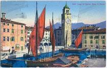 Lastensegler im Hafen von Riva del Garda, um 1910. Photochromdruck 9x14cm, Paul Bender, Zürich.  Inv.-Nr. vu914pcd00090