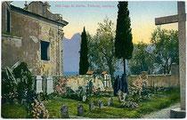 Am Friedhof von Torbole am Gardasee, Trentino um 1910. Photochromdruck 9 x 14 cm; Impressum: Paul Bender, Zürich.  Inv.-Nr. vu914pcd00074
