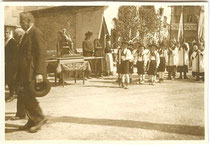 """Fronleichnam Tarrenz"". Gelatinesilberabzug 6 x 9 cm; Privatphoto um 1925.  Inv.-Nr. vu609gs00024"