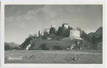 Ehem. Erzbischöfl. Salzburgische Burg Kropfsberg in Reith im Alpbachtal, Bezirk Kufstein, Tirol (urk. erstm. erw. 1286). Gelatinesilberabzug 9 x 14 cm; Impressum: K. Klingenschmid, Papierhandlung, Schwaz um 1925.  Inv.-Nr. vu914gs00442