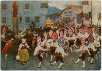 Imster Schemenlauf beim Franziskusbrunnen. Farboffsetdruck 10 x 15 cm nach einem Ölbild von Thomas Walch, Imst. Impressum: Verlag Bine Walch, Imst um 1920. Inv.-Nr. vu105fod00003