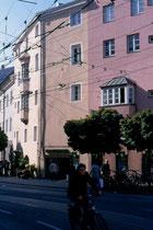 Ansitz Schlandersbergeck im südöstlichern Abschnitt der ehemaligen Stadtmauer mit Adresse Burggraben 11 (Hauptportal: Stiftgasse 19). Farbdiapositiv 9 x 14 cm; © Johann G. Mairhofer 1998.  Inv.-Nr.dc135fuRA679.1_33