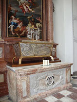Reliquienschrein für den Hl. Pirmin, seit 2004 in der Jesuitenkirche in Innsbruck.  Digitalphoto; © Johann G. Mairhofer 2012.  Inv.-Nr. DSC03669