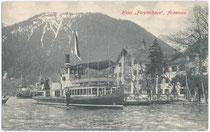 """Dampfschiff DS """"St. Joseph"""" beim Hotel """"Fürstenhof"""" in Pertisau, Gemeinde Eben, Bezirk, Schwaz, Tirol um 1910. Lichtdruck 9 x 14 cm; Impressum: Gebr. Metz, Tübingen. Inv.-Nr. vu914ld00028"""