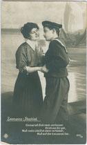 """""""Seemanns-Abschied"""", ein Genreportrait mit Verszeilen ergänzt. Gelatinesilberabzug 9 x 14 cm mit nicht identifizierbarem Verlagsimpressum, postalisch befördert 18.3.1918.  Inv.-Nr. vu914gs00652"""