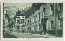 Bundesheerkaserne (bis 1918 Kaiserjägerkaserne), ursprünglich bis zur Aufhebung 1773 das Jesuitenkollgeg in der Schulgasse in Hall in Tirol. Heliogravüre 9x14cm; Monopol Verlag, München und Hall i.T. um 1925.  Inv.-Nr. vu914hg00032