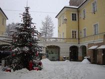 Innenhof des dreiflügeligen Palais Trapp (richtig: Wolkenstein-Trapp), Maria-Theresien-Straße 38, Innsbruck. Digitalphoto; © Johann G. Mairhofer 2011.  Inv.-Nr. 1DSC02539
