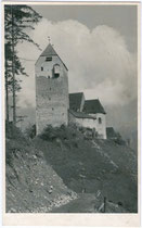 Burg Freundsberg von Norden. Gelatinesilberabzug 9 x 14 cm ohne Impressum, um 1935.  Inv.-Nr. vu914gs00453