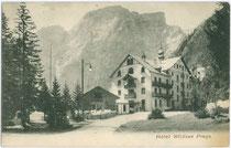 """Hotel """"Wildsee"""" am Pragser Wildsee, erbaut 1899 im Heimatstil. Lichtdruck 9 x 14 cm; Impressum: Würthle & Sohn, Salzburg um 1900.  Inv.-Nr. vu914ld00149"""
