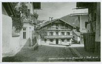 """Ehemaliger Gasthof mit Pension """"Schatz"""" in Münster, Bezirk Kufstein, Tirol. Gelatinesilberabzug 9 x 14 cm ohne Impressum um 1935.  Inv.-Nr. vu914gs00229"""