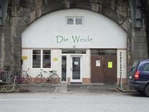 """Gebetshaus der charismatisch orientierten Gebetsgemeinde """"Die Weide"""" in der Ing.-Etzel-Straße / Viaduktbogen 114. Digitalphoto; © Johann G. Mairhofer 2013.  Inv.-Nr. 1DSC06566"""
