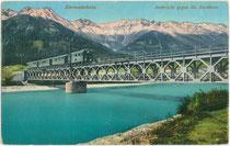 Innbrücke der Mittenwaldbahn von Innsbruck Westbahnhof nach Garmisch (1910/12 errichtet) vor der Nordkette im Karwendel (AVE 5).Photochromdruck 9 x 14 cm; Impressum: Wilhelm Stempfle, Innsbruck 1914.  Inv.-Nr. vu914pcd00316