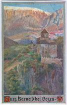 Burg Karneid am Eingang des Eggentals. Farbautotypie 9 x 14 cm; Entwurf: Eduard F. Hofecker, Impressum: Deutscher Schulverein um 1910.  Inv.-Nr. vu914fat00006