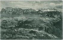 Unterinn, Gemeinde Ritten, Südtirol gegen Schlern und Rosengarten (Bergnamenkarte). Lichtdruck 9 x 14 cm; Impressum: Lorenz Fränzl, München; postalisch gelaufen 1909.  Inv.-Nr. vu914ld00229