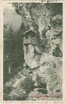 Teehütte in der Mühlauer Klamm, Gemeinde Mühlau (1938 nach Innsbruck eingemeindet worden). Lichtdruck 9 x 14 cm; Impressum: Stengel & Co., Dresden 1911.  Inv.-Nr. vu914ld00190